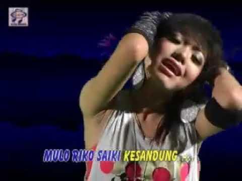 Download lagu gratis Evrita - Ngecap Lambe [Official Music Video] Mp3