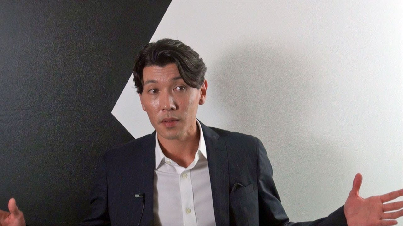 Dansk Skuespiller Om At Vaere Med I Fantastiske Skabninger 2 Og Det Taette Arbejde Med Johnny Depp Youtube
