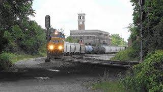 迫力の米国貨物列車(3) 機関車2重連+貨車約130両(ホッパー・タンク・長物・有蓋・無蓋、、)