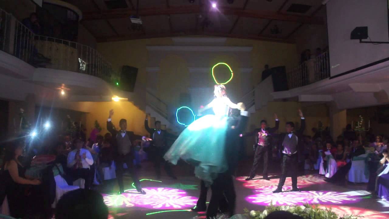Entrada xv aos sia chandelier youtube entrada xv aos sia chandelier aloadofball Choice Image