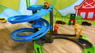 Carros para niños - Pista de Carreras - Speedy y Bussy