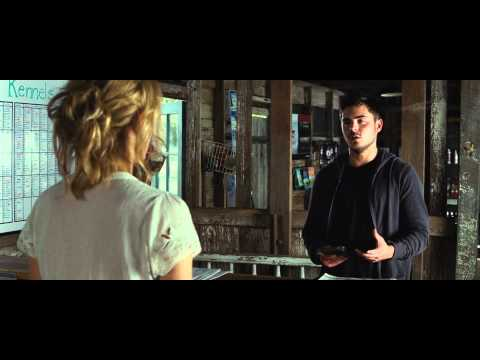 The Lucky One exclusieve clip 'Can I help you'