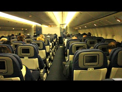 United Airlines Flight Experience: UA896 Singapore to Hong Kong