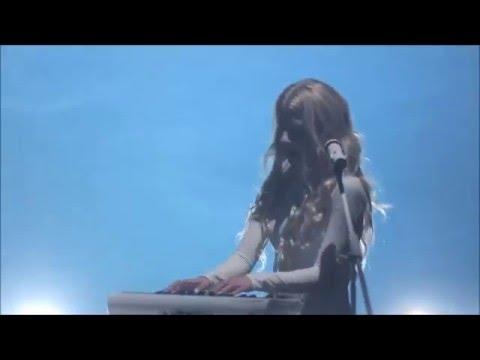 iamamiwhoami - Fountain - Live - Concert in Blue