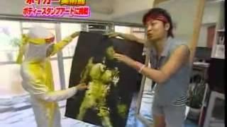 ビックスモールンがボディスタンプアートに挑戦。