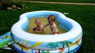 Лето 2016. Купание в бассейне.(Если вам понравилось наше видео, то ставьте пальчик вверх)))) Моя партнерка AIR, помогающая раскрутить канал:..., 2016-07-25T16:14:47.000Z)
