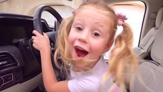 Stacy y lecciones de buen comportamiento para crianças