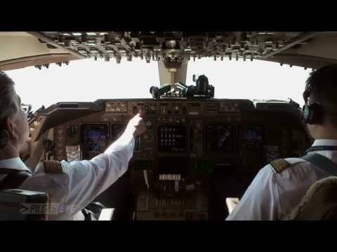 Boeing 747-400 landing in KLAX