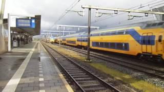 Kruising 10 bakken DDZ (!) en 10 bakken VIRM op station Boxtel!