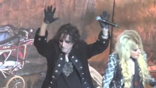 Repeat youtube video Alice Cooper & Orianthi - Poison live (feat. Johnny Depp).