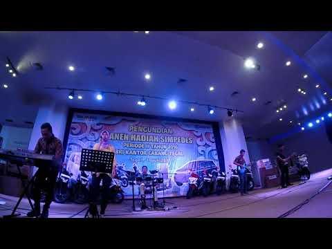 MEDLEY LAGU BEATHLES-JIKA CINTA DIA(GEISHA)-PANGGUNG SANDIWARA (NIKE ARDILLA)