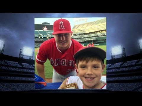 LAA@OAK: Young Trout  takes a pic, gets autograph