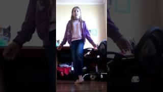 Как сесть на продольный шпагат видео  урок 1