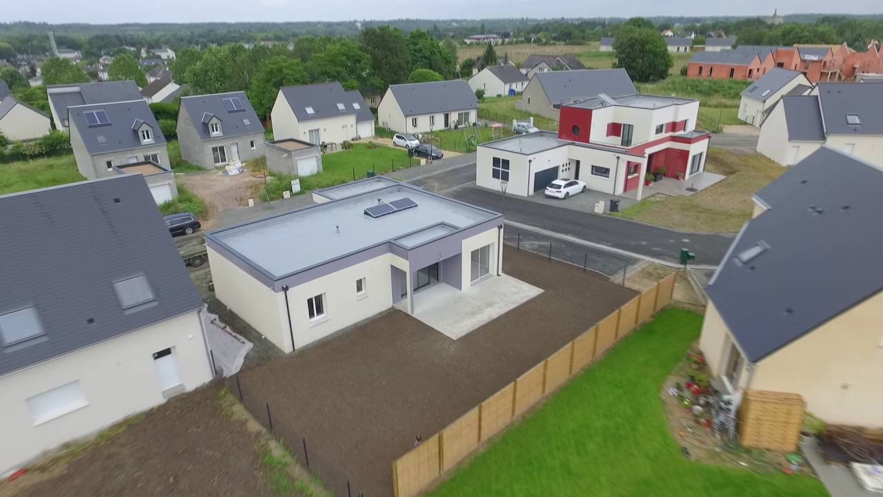 maison contemporaine toit terrasse vue aerienne par drone youtube. Black Bedroom Furniture Sets. Home Design Ideas