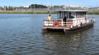 ship mxf(Маленький теплоход (речной трамвайчик) в Минске на Чижовском водохранилище., 2015-12-18T20:29:02.000Z)