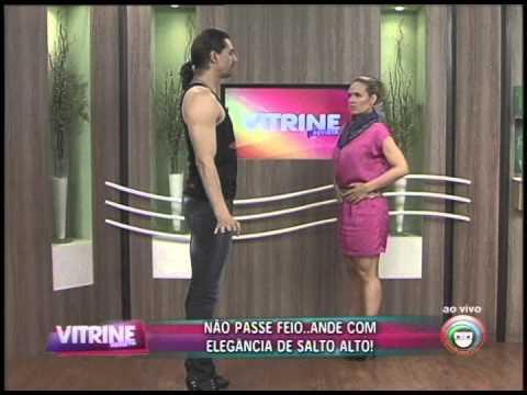 Professor de Dança ensina como andar de salto alto (18/08)