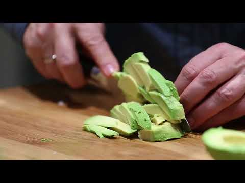 KATRIN KOCHT: Matjes Avocado Tatar (ZUBEREITUNG) HD