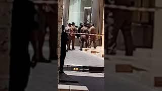 شرطة مكة : التحقق من سلامة حقيبتين مهملتين بجوار أحد المحلات التجارية بجدة