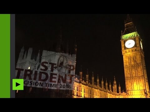 Londres : spectaculaire projection des anti-nucléaire sur le Parlement britannique