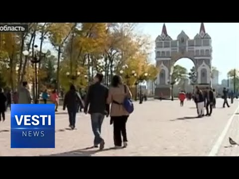 """Chinese Tourists Celebrate Their """"Golden Week"""" in Russia"""