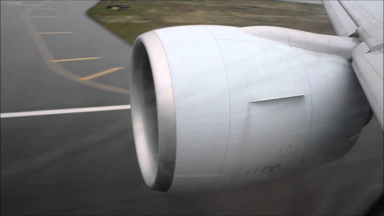 Boeing 777 GE90 Jet Engine Reverse Thrust on Wet Runway Hong