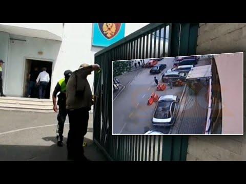 34-vjecari Perhap Panik, Godet Porten E Policise Ne Elbasan | ABC News Albania