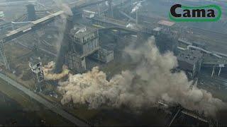 Równoczesne wyburzenie kominów na terenie Huty w Krakowie - HD Ujécie z Drona