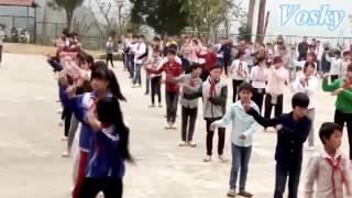 [Vosky] Các em nhỏ vùng cao say mê múa hát trên nhạc Sơn Tùng !