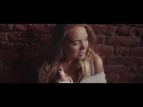 Lucie Vondráčková - Paralelní světy (Official video)