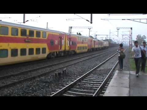 Overpowered!! HWH WAP-7 toys with Double Decker Express at flat MPS of 110 km/hr!!!