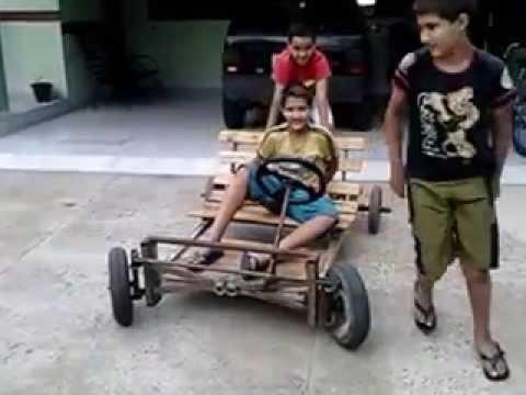 19b9107950e Brincadeira com carrinho feito em casa fundindo o motor - YouTube