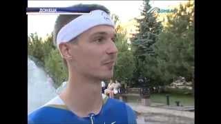 Фанмэн - неофициальный талисман ЧМ по легкой атлетике :: Очевидец Донбасса(Он мечтает стать талисманом чемпионата мира по легкой атлетике, а пока проводит необычные тренировки сред..., 2013-06-22T18:45:05.000Z)