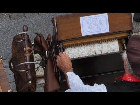 Barrel organ festival fills Prague with old music