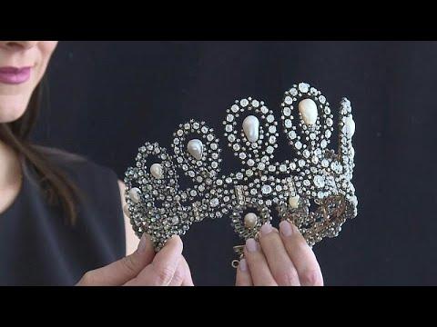 شاهد: ياقوتٌ كشميري نادر وتاجٌ تاريخي يتصدران مزادات المجوهرات في جنيف…  - نشر قبل 5 ساعة
