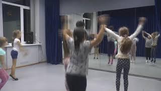 Урок хореографии в группе 7-9 лет