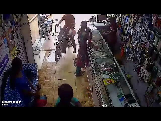 CCTV  கட்டுபாடு இழந்து கடைக்குள் புகுந்தது.