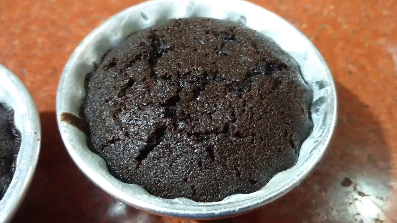 Simple Cake Recipes In Pressure Cooker: How To Make Choco-lava Cake In Pressure Cooker