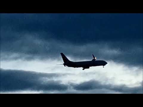 Аэропорт Шереметьево. Посадки самолетов в снежные тучи. Landing aircraft in snow clouds.