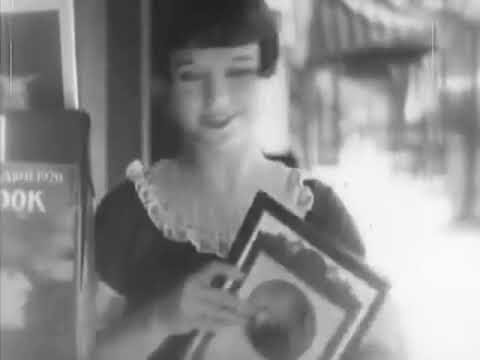 Louise Brooks Walking 1926