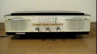 シャープの真空管ラジオUW-121です。 昭和36年発売、ツースピーカーです...