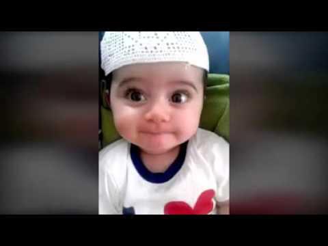 bébé qui apprend une dou'aa