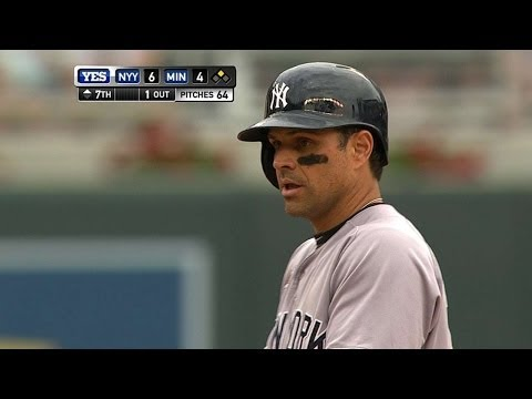 NYY@MIN: Roberts racks up four extra-base hits
