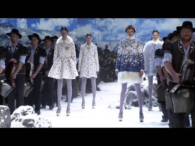 Moncler Gamme Rouge Fall-Winter 2016/17 Show