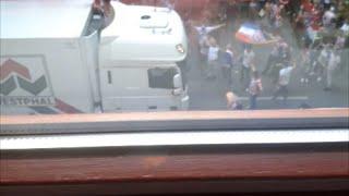 Mann wirft sich vor Schweinelaster (Fast) Drama beim Endspiel Fanfest der Kroaten in Hamburg