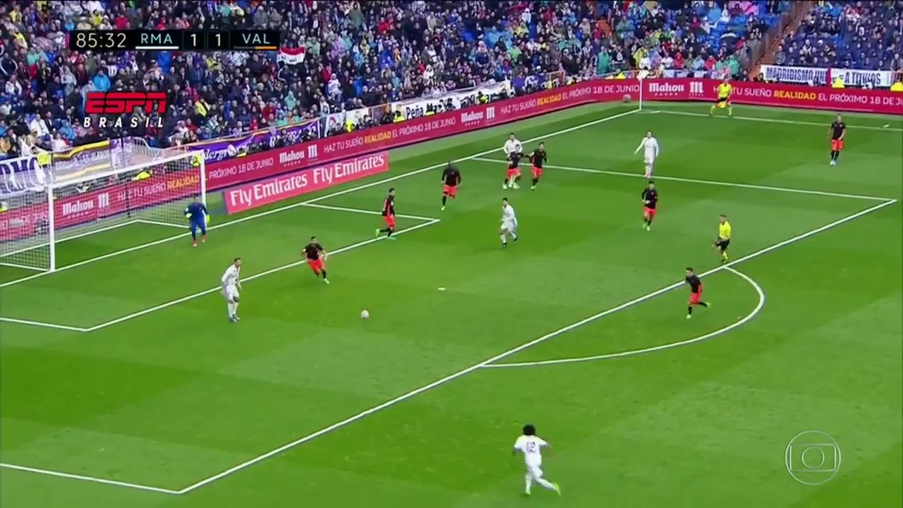 Goleiro brasileiro pega 3° pênalti de Cristiano Ronaldo - YouTube 3ef42f25c6900
