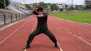 10 đòn côn nhị khúc chiến đấu từ tư thế côn kẹp nách Mr. Huy Côn