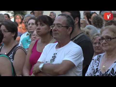 Desenes de persones es manifesten en defensa de l'Hospital de Viladecans