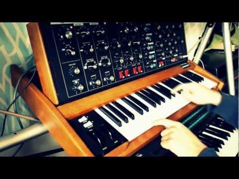 Moog Voyager Old School 3-1 FM Demo