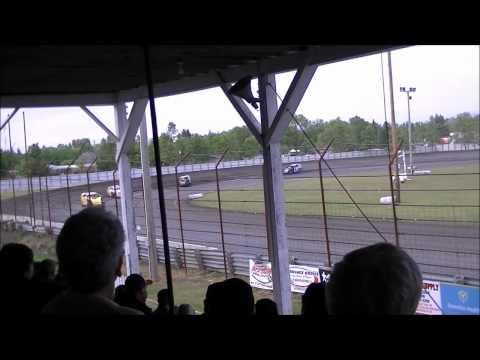 Norman County Raceway 5/24/12 RV Advantage Modifieds Heat 1