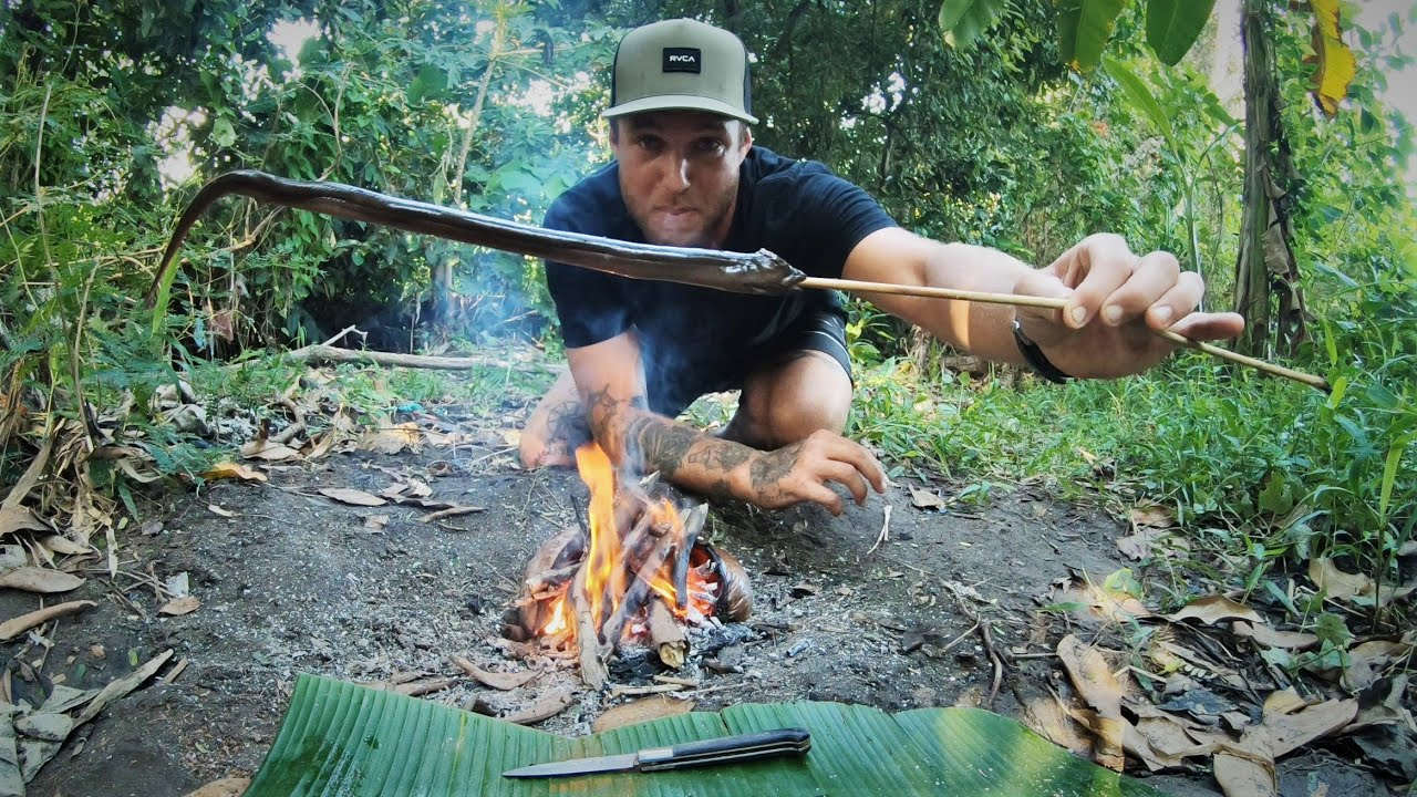 PRIMITIVE TECHNOLOGY (FISHING AND COOKING) in the Indonesian jungle. - EP 20